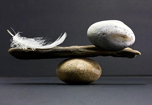 balance-plume-pierre